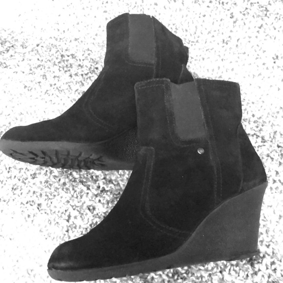 White Mountain Black Wedge Ankle Boots